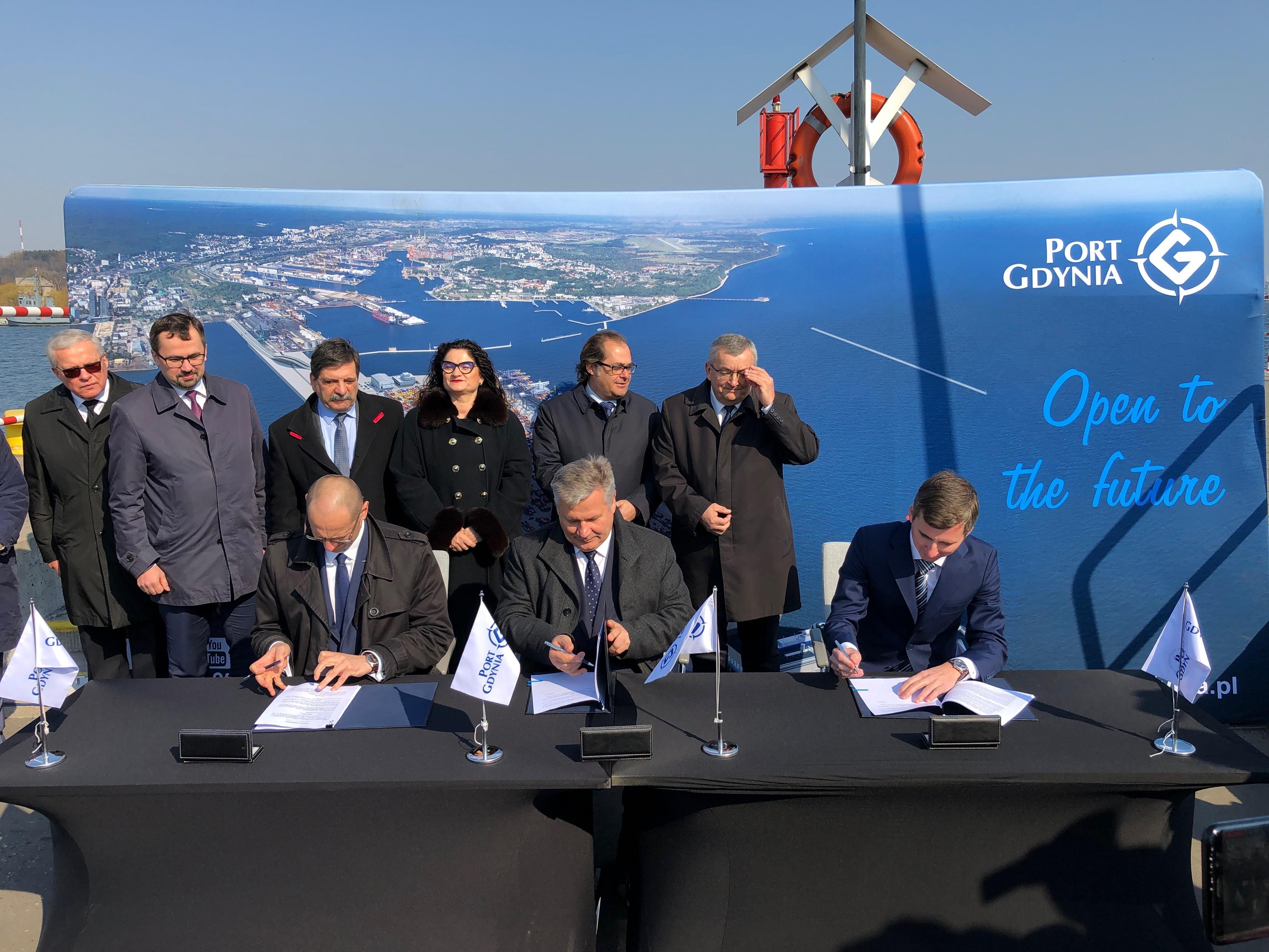 Podpisane umowy na elektryfikację Portu Gdynia